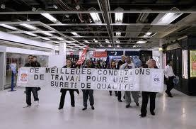 Les agents de sûreté des aéroports entament leur 11ème jour de grève. dans Luttes, grèves, manifs 111226_ADP_greve
