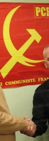 Chef de file de la section communiste du Jarnisy, Jean Baus vient de passer la main. Pour ses camarades, il restera l'homme qui est parvenu à prendre cent adhérents entre le marteau et la faucille. Portrait.