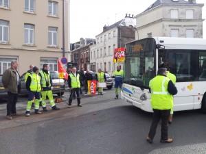 La section du PCF de Saint-Quentin soutient les travailleurs en grève de la Communauté d'Agglomération dans Le PCF à St Quentin 2013-03-15-11.45.01-300x225