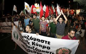 Chypre : les communistes dénoncent le plan d'austérité et posent la question de la sortie de l'euro dans Europe 130331_akel_demonstration